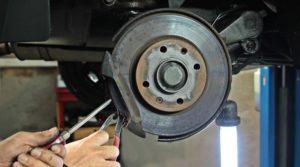 Как самостоятельно заменить тормозные колодки